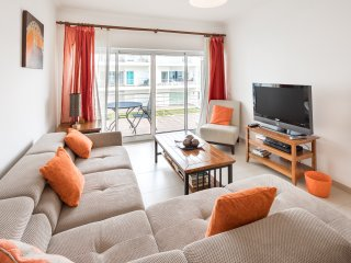 Beautiful 2 bed apartment with sea view & wifi