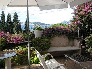 Villa Mourillon Plein sud, Plages à 300 m. 4 chambres, 8 personnes. piscine