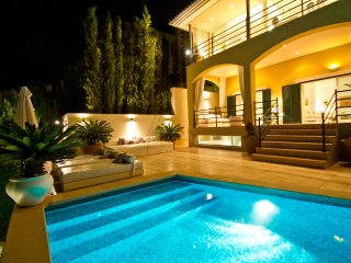 Villa with Spa, sea and golf views, heated pool,...