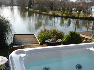 Lily Lake Yurt with private hot tub and free fishing over looking Lily Lake, Hatfield Peverel