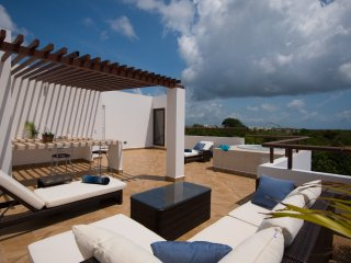 CP2 Amazing Penthouse with Ocean View from Rooftop, Akumal