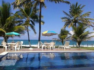 Beira-mar, 5 suites, com piscina grande, em Muro Alto