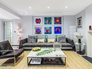 Luxurious Knightsbridge Apartment 2bed / 2bath - near Harrods - super fast WiFi