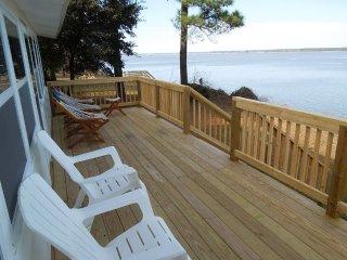 Private Beachfront Cottage on Historic James River near Jamestown & Williamsburg
