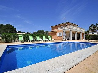 Villa with private pool for 8 people in Cala Pi.  Children welcome TV. Barbecue.