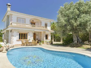 10 pax villa in Bahía Azul. Sea views and the Bay of Palma. BBQ Private pool. Ai