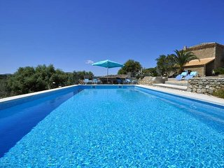 Finca in Arta, near beautiful beaches, for 8 people, 4 bedrooms. BBQ Private poo