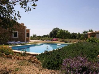 Rustic country house in middle of nature, 2 km to the beach, in Porto Cristo - F