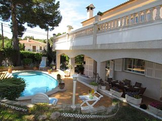 Villa 5 bedrooms , 500 meters from the beach with pool and BBQ. Palmanova. Famil