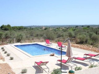 Ses Salines house with 4 bedrooms. Families WIFI. Satellite TV. Private pool. Ga