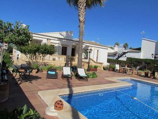 Detached house with pool in Bahía Azul. 6 people. BBQ Wifi. Clear views. Majorca