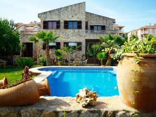 Stone house with pool in Las Palmeras, 4 bedrooms, WIFI, BBQ