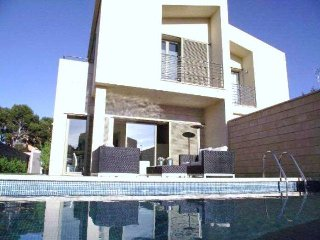Beautiful house with garden and private pool in Puig de Ros. 3 rooms, WIFI, BBQ