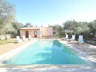 Rustic house with pool and tennis court in Cami Vell de Cala Pi. BBQ Ideal for f