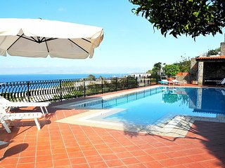 2 bedroom Villa with Pool and WiFi - 5228714