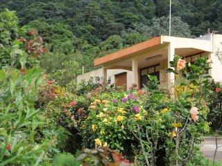 Villa, 3 chambres dans coin calme arboré et fleuri - vue mer et campagne