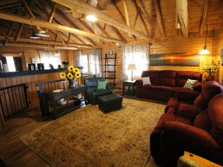 Sleeps 16 Lake View Hike to Lake Secluded 2mi to SDC Beautiful Log Cabin Retreat