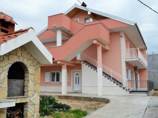 NEW 3BD APT WITH LARGE TERRACE, Kastel Stari