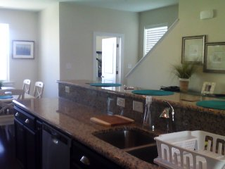 Beautiful New home, Perfect Location, Walk 2 Everything, Pool,Free Parking, WIFI, Ocean City