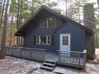 Cozy Cabin in the Adirondack, Jay