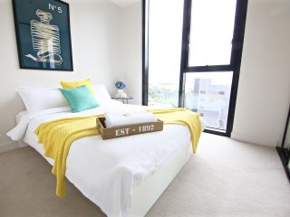 Boutique Apartment CBD 2BD 1BTH +views +carpark*, Melbourne