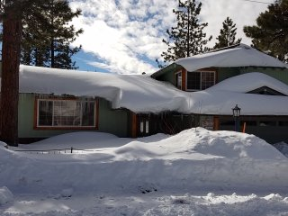 Large Luxury Lake View Cabin with Great Location, Big Bear Lake