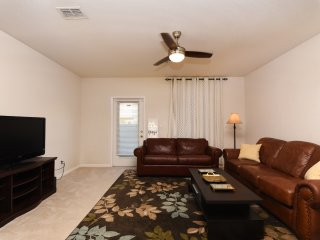 Family Vacation! 15 mins from Major Attractions! Central Tampa, w/ Pool 4336