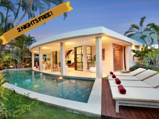 PROMO! AWARD WINNING VILLA**BEACH*POOL*LARGE*SEMINYAK*SAFE