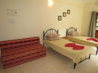 h37) Central Calangute Serviced Studio Apartment & WiFi