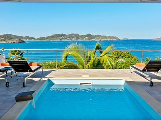 This villa rental offers an amazing view of the ocean and the sunset, Gustavia