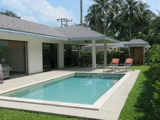 Maprao Villa-4 :4 chb, pool privee, 1 km de la mer