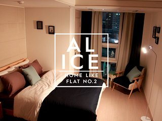 Alice & Warren's Flat #2 at MYEONG-DONG, SEOUL, Seúl