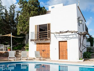 Beautiful rustic Spanish villa, 7 minutes to beach, Sant Antoni de Portmany