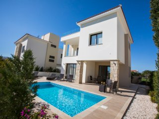 Golden seaside villa 2. 3 bedroom beach villa with private pool.