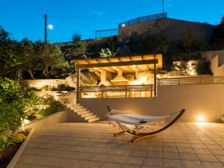 Sea view Villa Omikron with private Pool !, Heraklion
