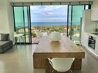Sea Views Duplex With a Pool, Tel Aviv