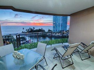 Beachfront Condo in Hotel Zone