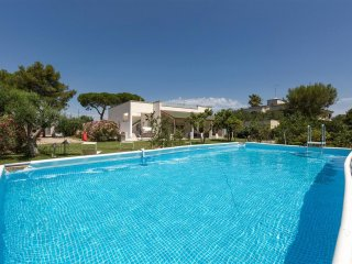 483 Modern Villa with Pool near Lecce