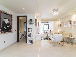 Family & Friends style 2 BDRS modern flat, 15 min walk to the Ocean !!
