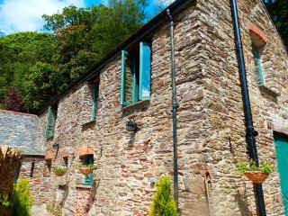 Beautiful farm cottage with extensive gardens and natural woodland, Kingsbridge