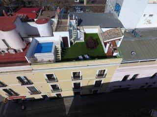 Apartamento con piscina y solárium en el centro.