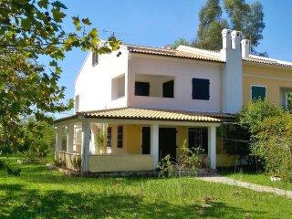 Beautiful 4 bedroom beachfront villa in a great surroundings in Corfu