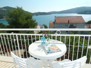 2 bed sea view apartment in Tisno
