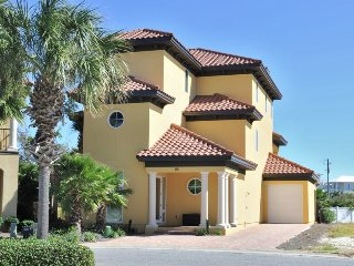 Lux Home- Large Priv Pool-1/2 Block to Beach-7BR