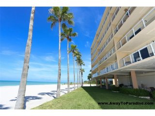 Beautiful condo right on the beach. AwayToParadise*com