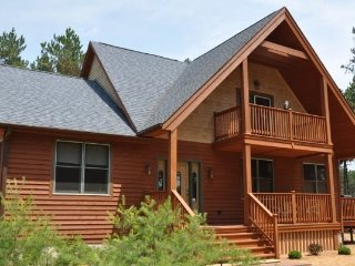 Red Pines Lodge-Family Friendly Home- Internet !!, Adams