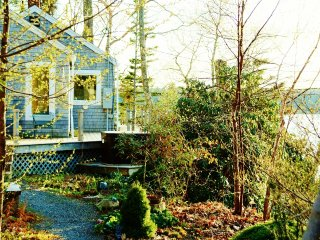 Cottage with Ocean Bay Views in Perennial Gardens, Boothbay