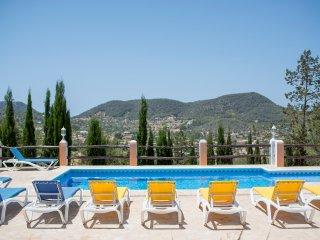 Villa with views, 15 minutes to Playa den Bossa, Sant Josep de Sa Talaia