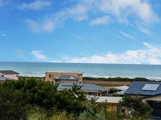 Paws on Padman - Panoramic Sea Views - Pet Friendly, Middleton