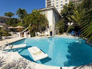 1 Bedroom / 1 Bathroom Apartment. Steps To Beach!, Fort Lauderdale